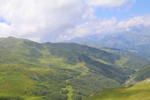 Travelnews.lv ar 4x4 mikroautobusu izbrauc Kaukāza kalnu serpentīnus. Atbalsta: Georgia.Travel 47
