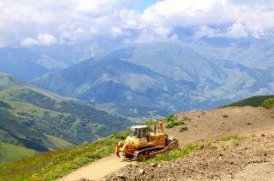 Travelnews.lv ar 4x4 mikroautobusu izbrauc Kaukāza kalnu serpentīnus. Atbalsta: Georgia.Travel 50
