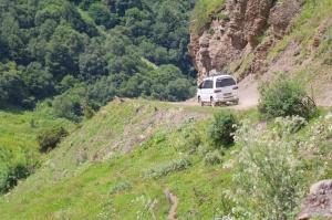 Travelnews.lv ar 4x4 mikroautobusu izbrauc Kaukāza kalnu serpentīnus. Atbalsta: Georgia.Travel 54