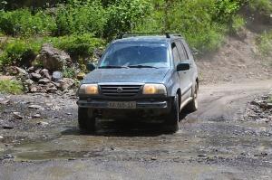 Travelnews.lv ar 4x4 mikroautobusu izbrauc Kaukāza kalnu serpentīnus. Atbalsta: Georgia.Travel 55