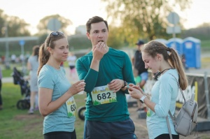 Pozitīvā, sportiskā un jautrā gaisotnē, pulcējot vairāk kā pus tūkstoti dalībnieku, noslēdzās skriešanas seriāla