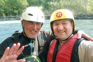Pēc Kaukāza kalna upes raftinga ēstgriba ir milzīga. Atbalsta: Georgia.Travel 1