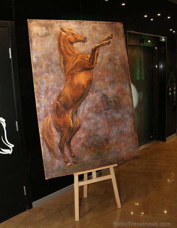 Vecrīgas 5 zvaigžņu viesnīca «Pullman Riga Old Town» 13.09.2019 svin 3.gadu jubileju ar zirga tematiku