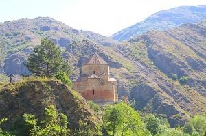 Travelnews.lv apmeklē 7.gadsimta Ateni Sioni baznīcu Gori pilsētas tuvumā. Atbalsta: Georgia.Travel 1