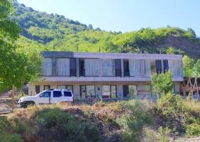 Travelnews.lv nakšņo bijušā kultūras ministra Nika Vacheishvili viesu namā, izbauda mājas vīnu un virtuvi. Atbalsta: Georgia.Travel 2
