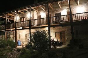 Travelnews.lv nakšņo bijušā kultūras ministra Nika Vacheishvili viesu namā, izbauda mājas vīnu un virtuvi. Atbalsta: Georgia.Travel 41