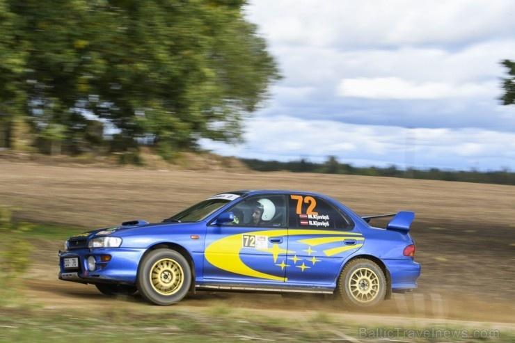 Sacensību laikā Saldū 69 ekipāžu dalībnieki veica sešus ātrumposmu 55 kilometrus garajā distancē 266254