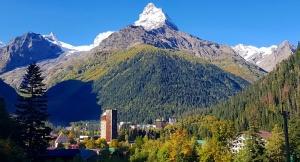 Travelnews.lv divas naktis nakšņo vienkāršā, bet viesmīlīgā Dombaja viesnīcā «Elbrus». Atbalsta: Magtur 4