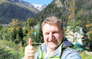 Travelnews.lv divas naktis nakšņo vienkāršā, bet viesmīlīgā Dombaja viesnīcā «Elbrus». Atbalsta: Magtur 33