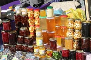 Travelnews.lv iepazīst Domabajā suvenīru tirgu tūristiem. Atbalsta: Magtur 8