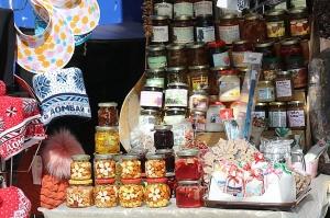 Travelnews.lv iepazīst Domabajā suvenīru tirgu tūristiem. Atbalsta: Magtur 15