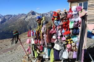 Travelnews.lv iepazīst Domabajā suvenīru tirgu tūristiem. Atbalsta: Magtur 38