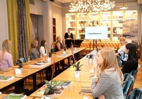 Tūrisma firma «Cruiselines» pie brokastu galda restorānā «Snob» iepazīstina ar  premium klases kruīzu kompāniju «Ponant» 5