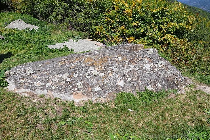 Travelnews.lv apmeklē pamestu 10.gadsimta kristiešu Sentinskas dievnamu. Atbalsta: Magtur