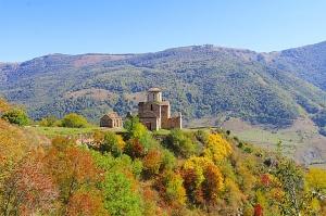 Travelnews.lv apmeklē pamestu 10.gadsimta kristiešu Sentinskas dievnamu. Atbalsta: Magtur 5