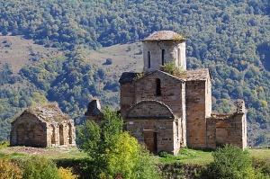 Travelnews.lv apmeklē pamestu 10.gadsimta kristiešu Sentinskas dievnamu. Atbalsta: Magtur 7