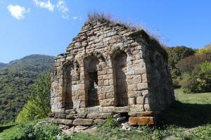 Travelnews.lv apmeklē pamestu 10.gadsimta kristiešu Sentinskas dievnamu. Atbalsta: Magtur 16
