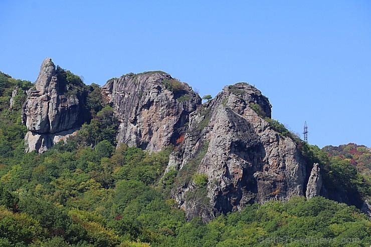 Travelnews.lv apmeklē darbojošu 10. gadsimta kristiešu Šoanina dievnamu osetīņu ciemā. Atbalsta: Magtur