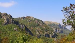 Travelnews.lv apmeklē darbojošu 10. gadsimta kristiešu Šoanina dievnamu osetīņu ciemā. Atbalsta: Magtur 9