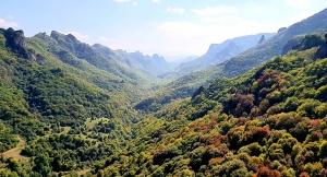 Travelnews.lv apmeklē darbojošu 10. gadsimta kristiešu Šoanina dievnamu osetīņu ciemā. Atbalsta: Magtur 14