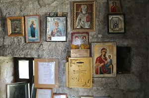 Travelnews.lv apmeklē darbojošu 10. gadsimta kristiešu Šoanina dievnamu osetīņu ciemā. Atbalsta: Magtur 17