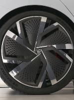 «Green Motors» divas dienas publikai prezentē jaunā koncepta auto «Škoda Vision RS» 18