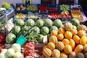 Karačaja-Čerkesijas republikā ēdienā tiek akcentēts garšīgs šašliks, bet augļus un dārzeņus ieved galvenokārt no citurienes. Atbalsta: Magtur 17