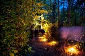 Vienkoču parkā norisinājās Uguns Nakts, kura mērķis ir vienu īso rudens dienu padarīt ilgāk gaišu, dot iespēju uzlādēt sevi ar sveču gaismu un siltumu 17