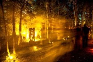 Vienkoču parkā norisinājās Uguns Nakts, kura mērķis ir vienu īso rudens dienu padarīt ilgāk gaišu, dot iespēju uzlādēt sevi ar sveču gaismu un siltumu 23
