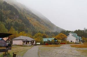 Travelnews.lv izbauda minerālūdeni «Narzan» tā dabisko apstākļos Elbrusa piekājē. Atbalsta: Magtur