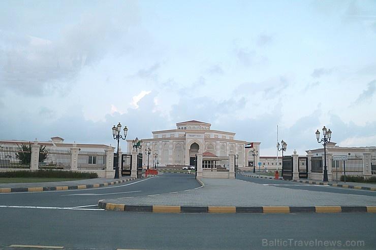 Travelnews.lv piedāvā fotomirkļus no ceļojuma autobusa loga Šārdžas emirātos. Atbalsta: VisitSharjah.com un Novatours.lv