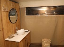 Travelnews.lv ar nakšņojumu iepazīst burvīgu vietu uz salas «Kingfisher Lodge». Atbalsta: VisitSharjah.com un Novatours.lv 39