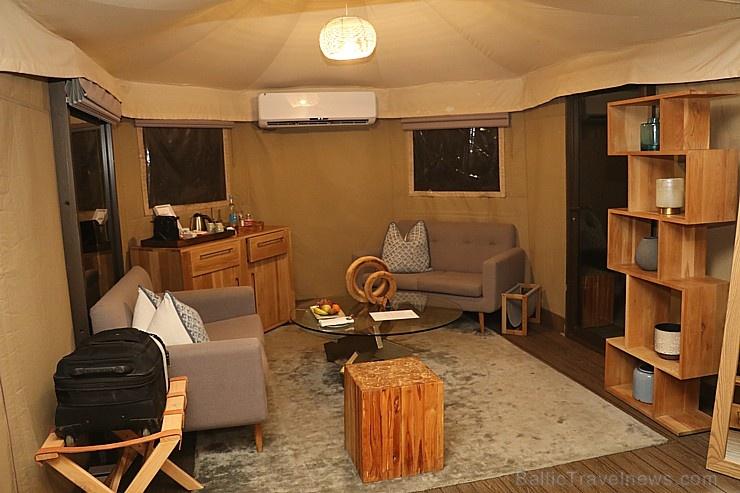 Travelnews.lv nakšņo luksus klases teltī, ko piedāvā «Kingfisher Lodge». Atbalsta: VisitSharjah.com un Novatours.lv