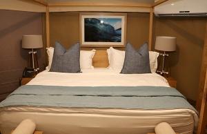 Travelnews.lv nakšņo luksus klases teltī, ko piedāvā «Kingfisher Lodge». Atbalsta: VisitSharjah.com un Novatours.lv 8