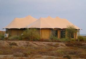 Travelnews.lv nakšņo luksus klases teltī, ko piedāvā «Kingfisher Lodge». Atbalsta: VisitSharjah.com un Novatours.lv 30