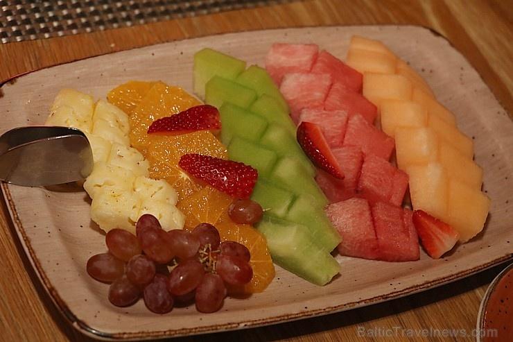 Travelnews.lv izbauda 5 zvaigžņu viesnīcas «Kingfisher Lodge» vakariņas un brokastis. Atbalsta: VisitSharjah.com un Novatours.lv