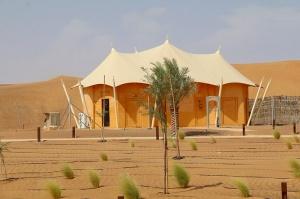 Tuksnesī apmeklējam un pusdienojam Šārdžas emirātu viesnīcā «Al Badayer Oasis», kas pieder emirāta īpašo naktsmītņu kolekcijai «Mysk  Sharjah Collecti 5