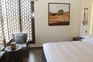 Tuksnesī apmeklējam un pusdienojam Šārdžas emirātu viesnīcā «Al Badayer Oasis», kas pieder emirāta īpašo naktsmītņu kolekcijai «Mysk  Sharjah Collecti 23