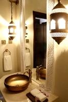 Tuksnesī apmeklējam un pusdienojam Šārdžas emirātu viesnīcā «Al Badayer Oasis», kas pieder emirāta īpašo naktsmītņu kolekcijai «Mysk  Sharjah Collecti 25
