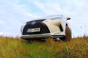 Travelnews.lv Latvijas svētku dzimšanas dienu sagaida ar jauno «Lexus RX450HL» 1