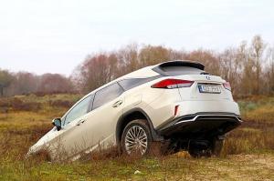 Travelnews.lv Latvijas svētku dzimšanas dienu sagaida ar jauno «Lexus RX450HL» 3