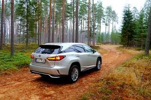 Travelnews.lv Latvijas svētku dzimšanas dienu sagaida ar jauno «Lexus RX450HL» 7