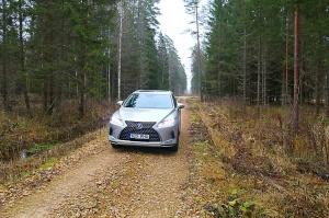 Travelnews.lv Latvijas svētku dzimšanas dienu sagaida ar jauno «Lexus RX450HL» 10