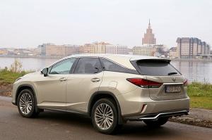 Travelnews.lv Latvijas svētku dzimšanas dienu sagaida ar jauno «Lexus RX450HL» 11