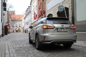 Travelnews.lv Latvijas svētku dzimšanas dienu sagaida ar jauno «Lexus RX450HL» 13