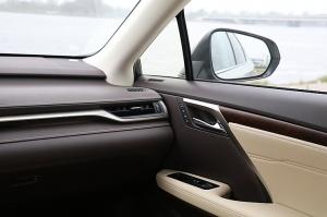Travelnews.lv Latvijas svētku dzimšanas dienu sagaida ar jauno «Lexus RX450HL» 25