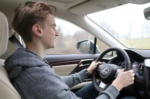 Travelnews.lv Latvijas svētku dzimšanas dienu sagaida ar jauno «Lexus RX450HL» 30