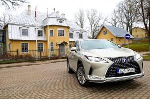 Travelnews.lv Latvijas svētku dzimšanas dienu sagaida ar jauno «Lexus RX450HL» 33