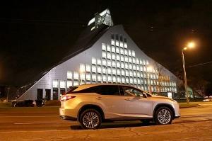 Travelnews.lv Latvijas svētku dzimšanas dienu sagaida ar jauno «Lexus RX450HL» 37