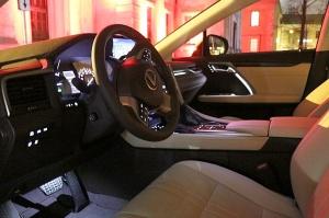 Travelnews.lv Latvijas svētku dzimšanas dienu sagaida ar jauno «Lexus RX450HL» 43